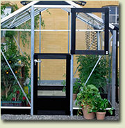 Single stable door for optimal ventilation. The stable door allows easy access to the greenhouse.
